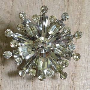 Vintage sparkly brooch